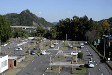 上野原自動車教習所の口コミ評判|合宿免許の教官・食事・宿舎は?